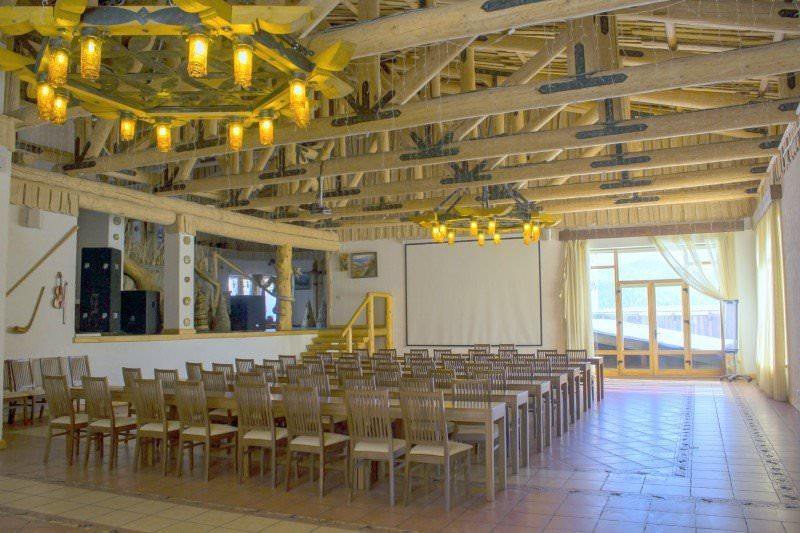 Большой конференц-зал в отеле «Коруна»