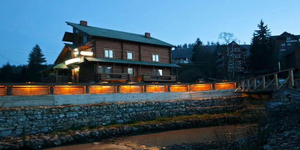 отель коруна на закате