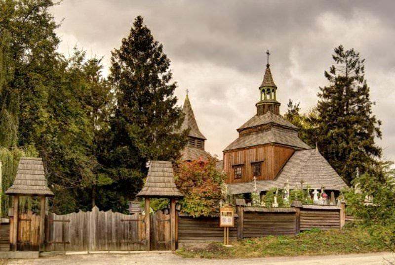 Старинная церковь в Рогатыне