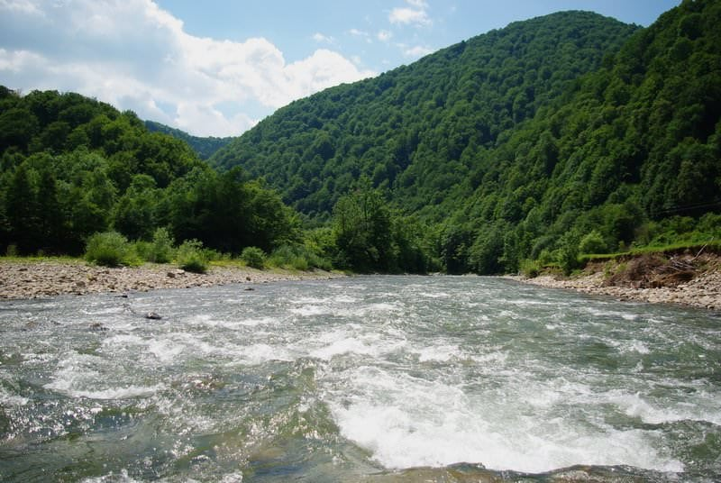 река в Карпатах