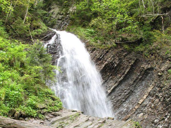 Величественный водопад Гук
