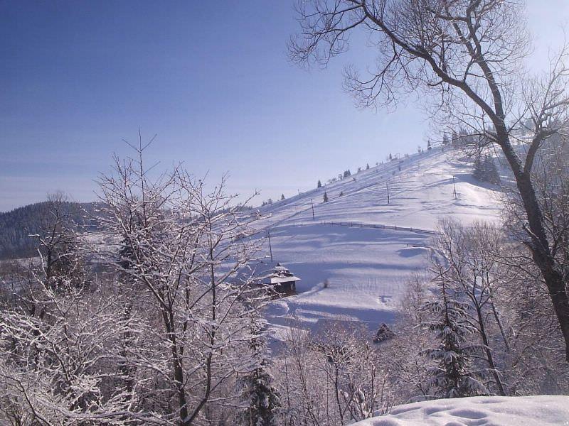 Заснеженная гора в Яблонице