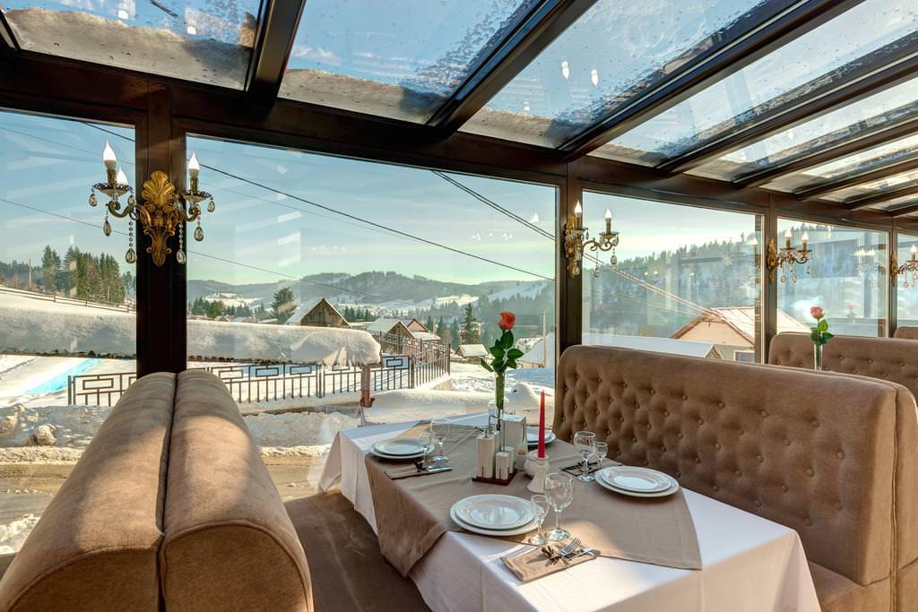 Ресторан в Буковеле с панорамными окнами
