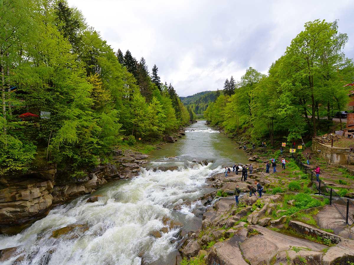 Карпатская речка весной