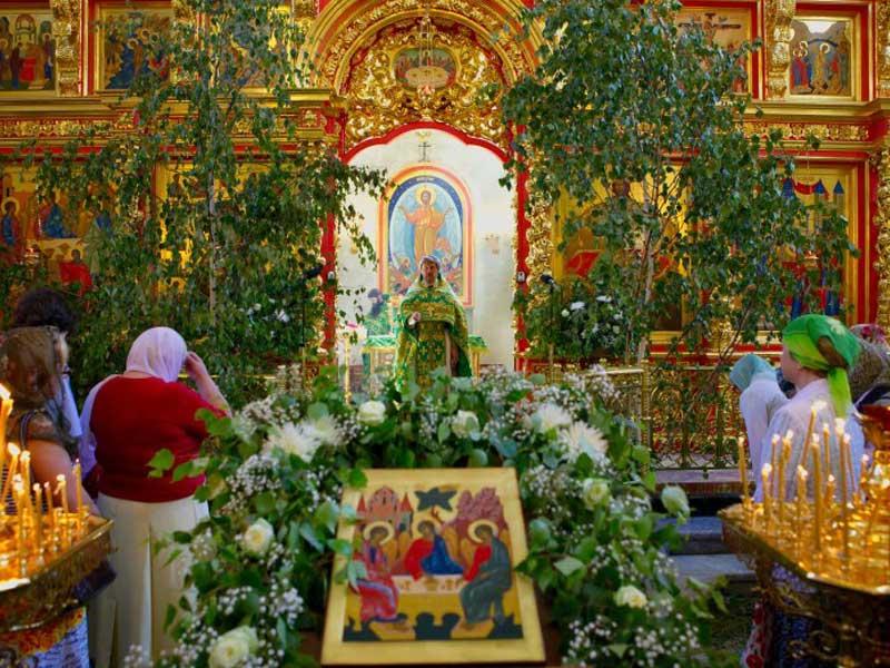 Украшение церкви на Троицу