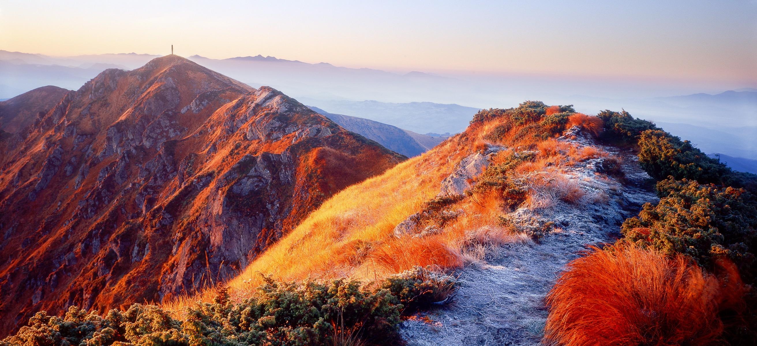горные вершины осенью