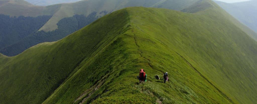 Восхождение в гору в Карпатах