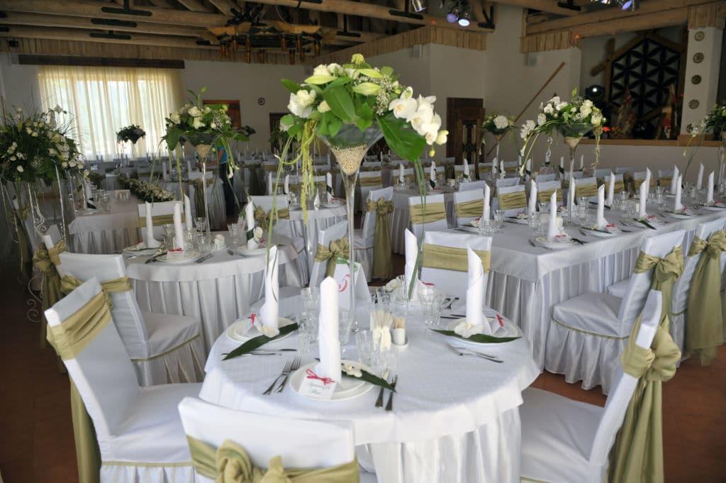 Сервировка свадебного зала в отеле Коруна