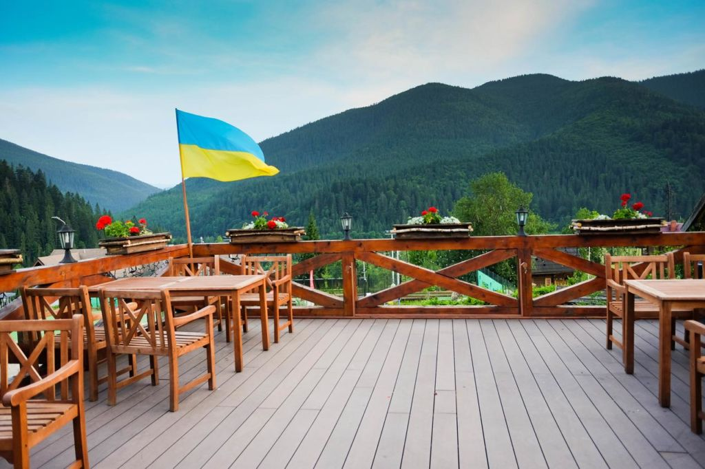 Вид на горы из отеля Коруна (Татаров)