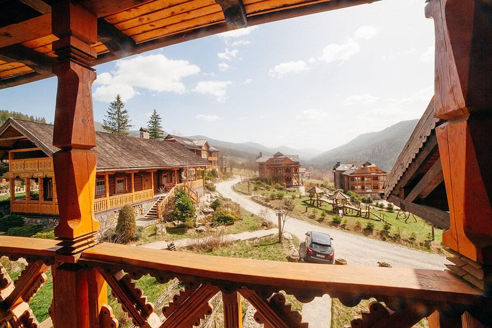 Вид из коттеджа в отеле Коруна